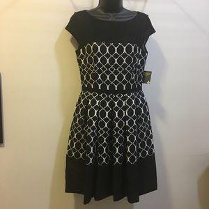 Taylor retro fit flare midi dress Size 4 NWT